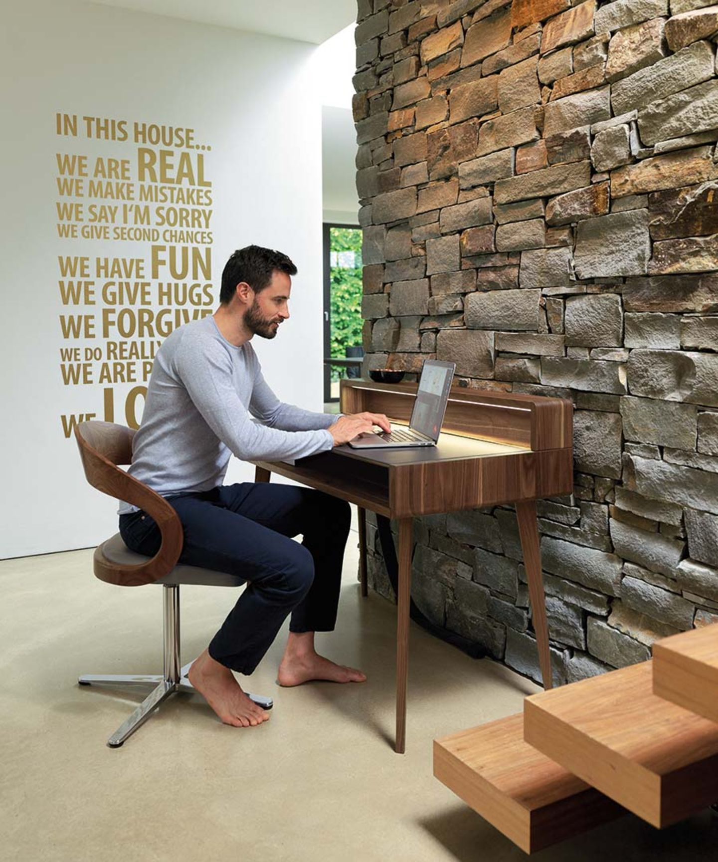 Scrivania sol in legno massello con illuminazione a LED