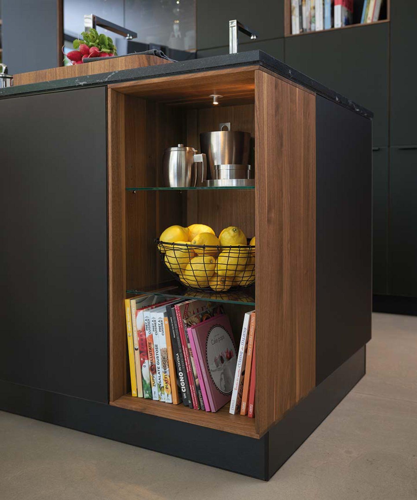 Küche black line mit offenen Gestaltungselementen